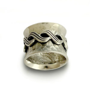 Celtic Knot Design Sterling Silver Spinner Ring - Baltinester Jewelry