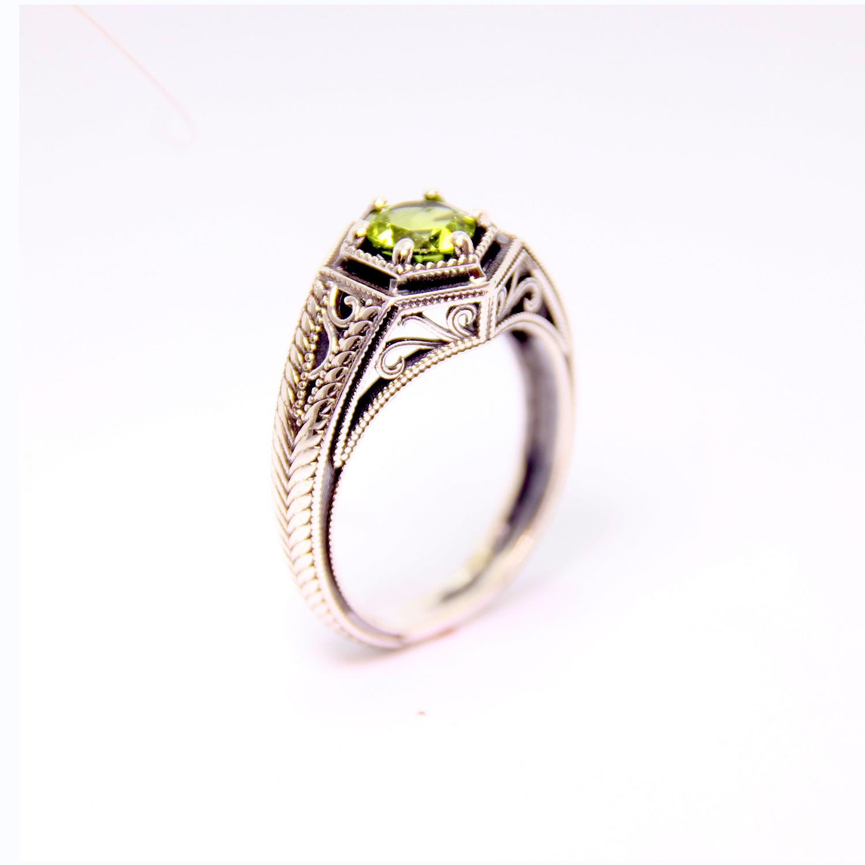 14k White Gold Peridot Ring - Baltinester Jewelry